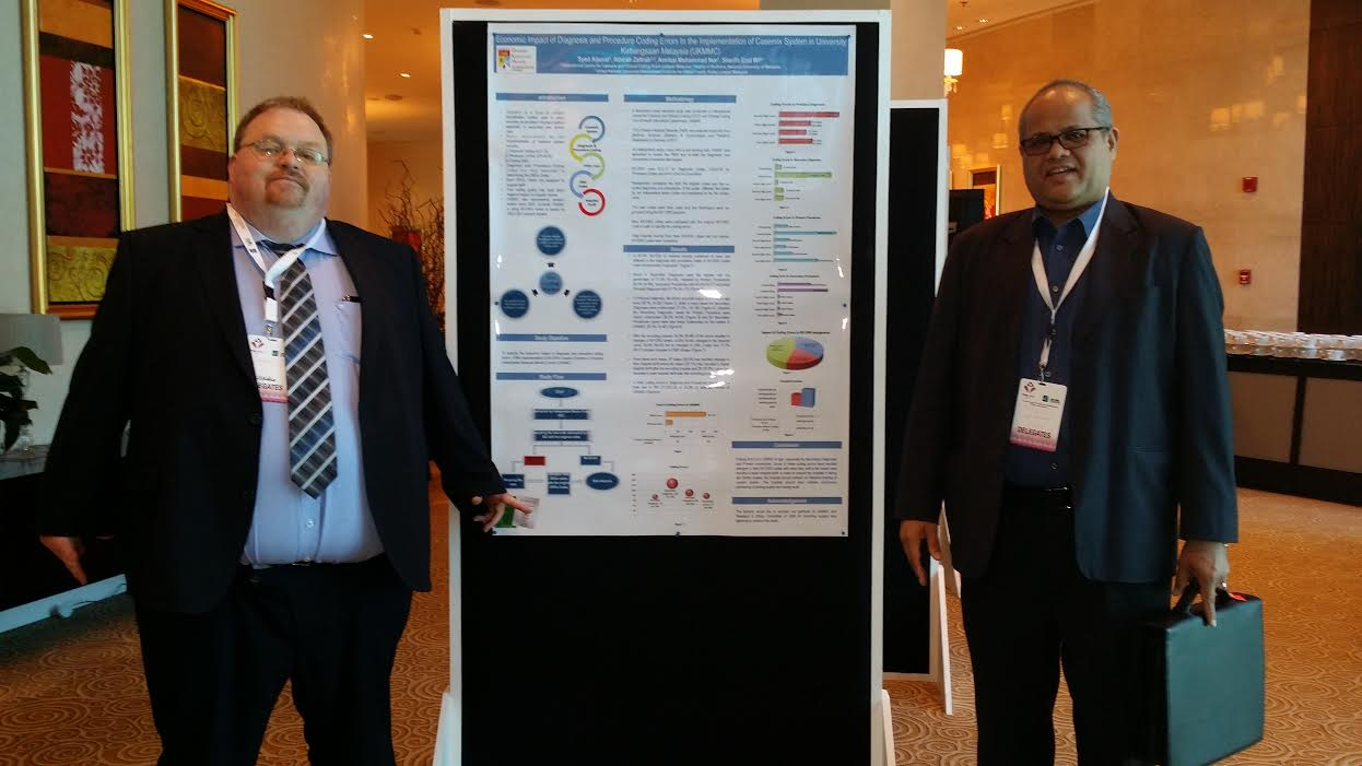 Prof Dato' Dr Syed Mohamed Aljunid bersama Setiausaha Agung Patient Classification System International, Dr Brian McCarthy dari Ireland di Doha Qatar